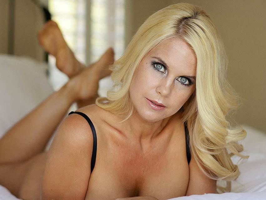 Cruel blond mistress webcam
